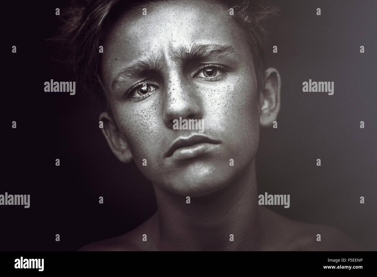 Porträt von einem Teenager suchen traurig Stockbild