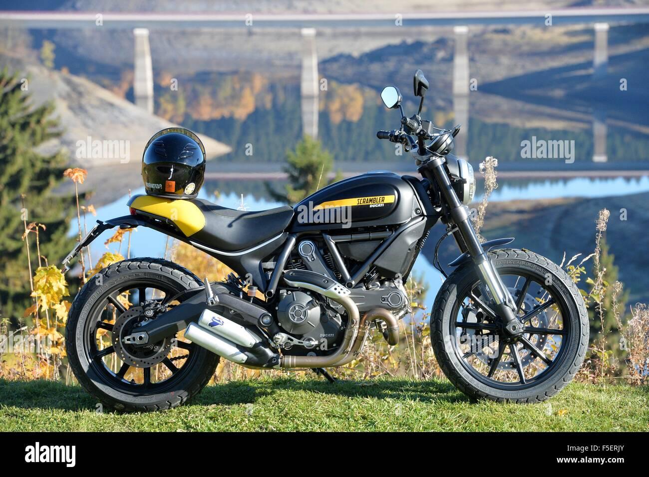 Ein Motorrad, Deutschland, in der Nähe von Stadt Schulenberg 2. November 2015. Foto: Frank Mai Stockbild