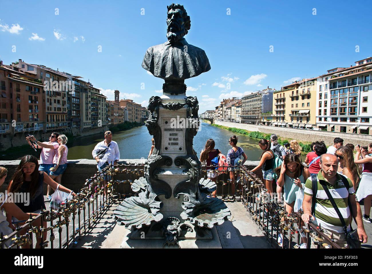 Büste von Benvenuto Cellini Goldschmied, Bildhauer, Maler auf der Ponte Vecchio, Florenz Stockbild