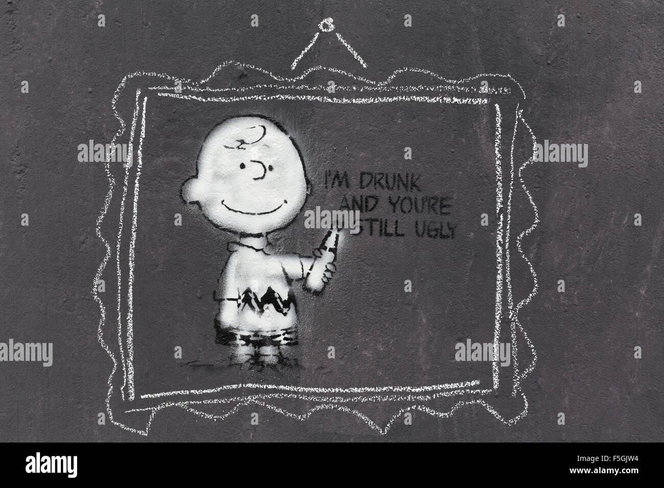 Comicfigur Charlie Brown mit lustig Spruch, Graffito von Streetart-Künstler L.E.T Les Enfants Terribles, Düsseldorf Stockbild