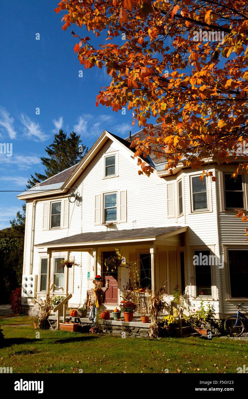 Halloween Dekoration Fur Ein Haus In Stowe Vermont New England Usa Stockfotografie Alamy
