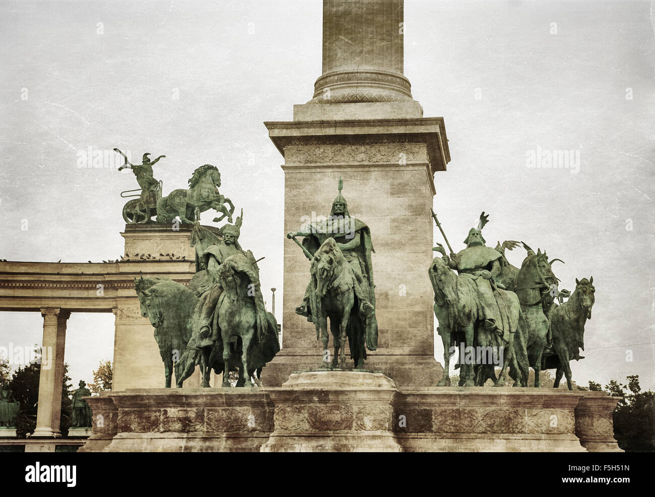 statue hungarian kings square budapest stockfotos statue hungarian kings square budapest. Black Bedroom Furniture Sets. Home Design Ideas