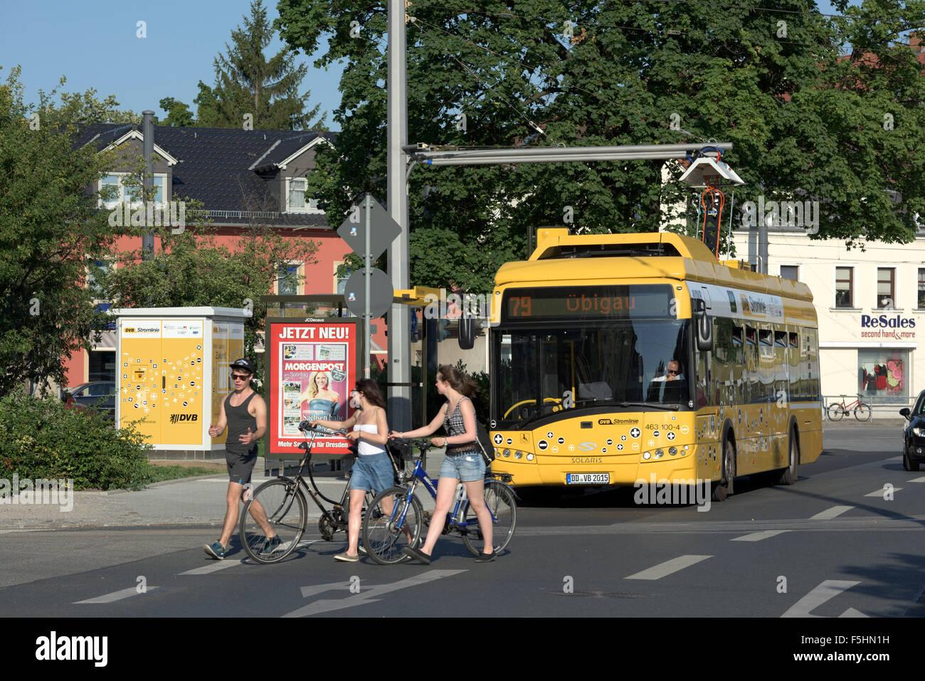 loaded bus stockfotos loaded bus bilder alamy. Black Bedroom Furniture Sets. Home Design Ideas