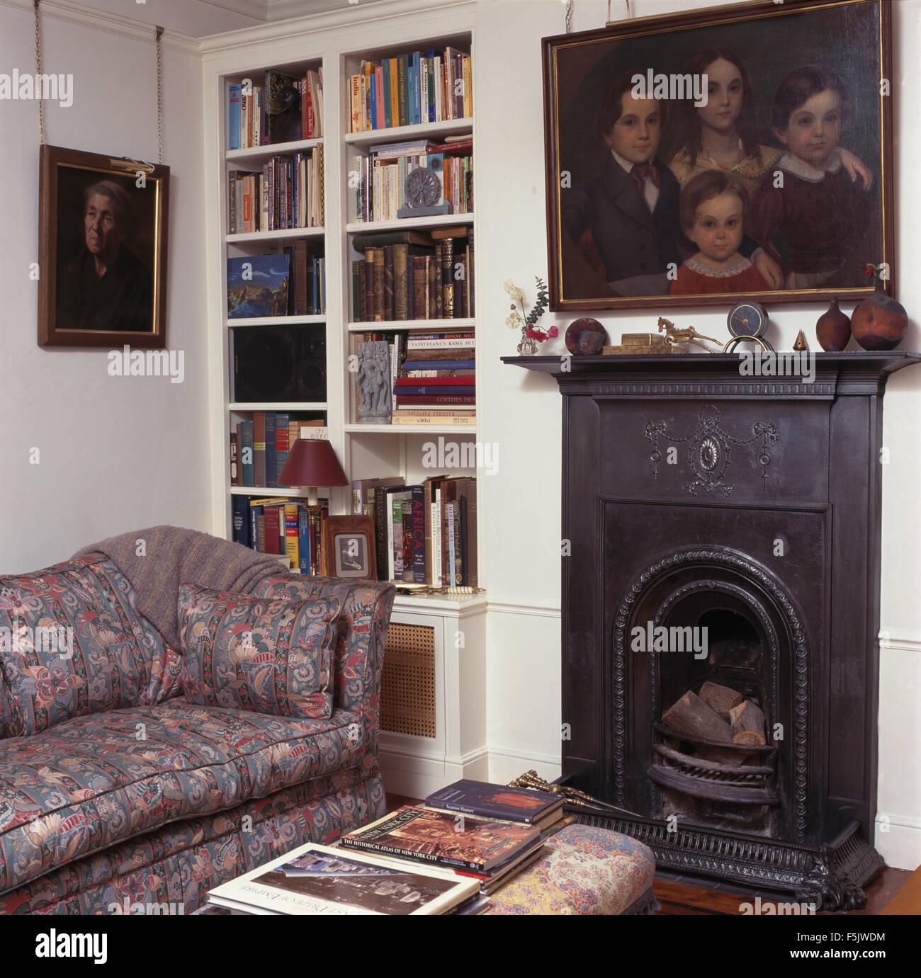 lgem lde ber kleine gusseisen kamin ich ein wohnzimmer mit 90er baujahr b cherregal und einem. Black Bedroom Furniture Sets. Home Design Ideas