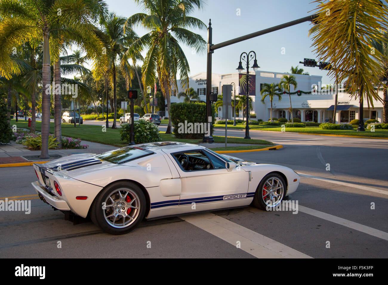 Ford gt gestoppt an der Ampel in Naples, Florida, USA Stockbild