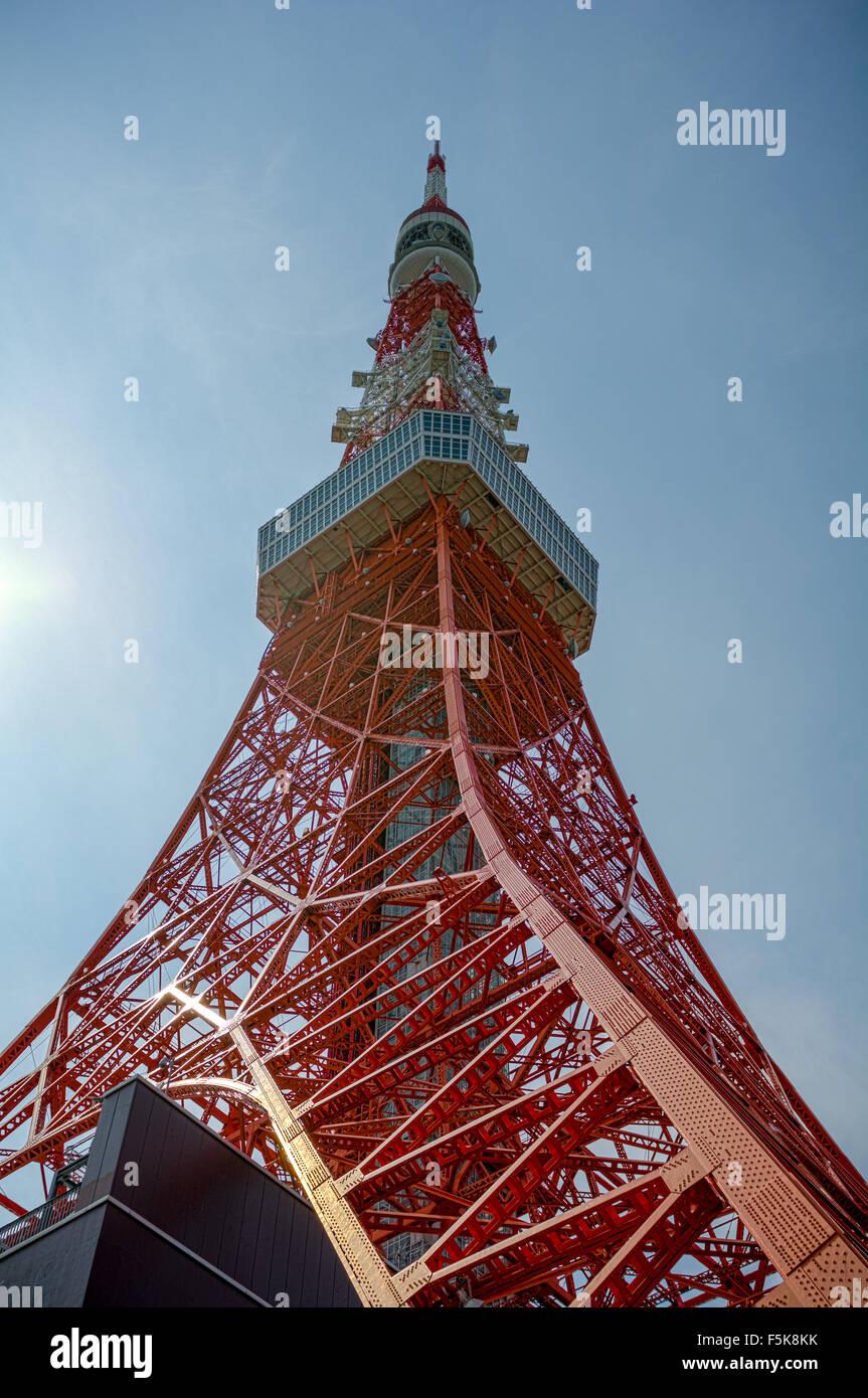 Tokyo Tower von unten. Stockbild
