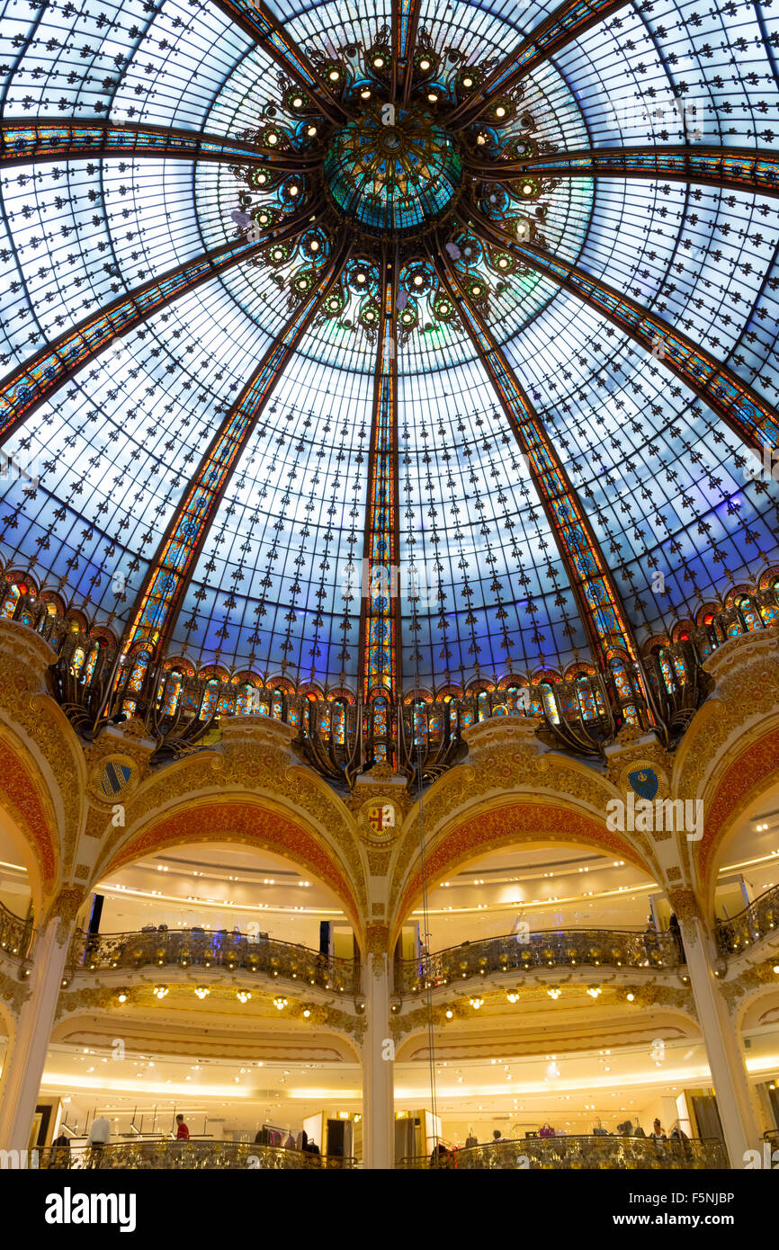 Kuppel in den Galeries Lafayette in Paris Stockbild