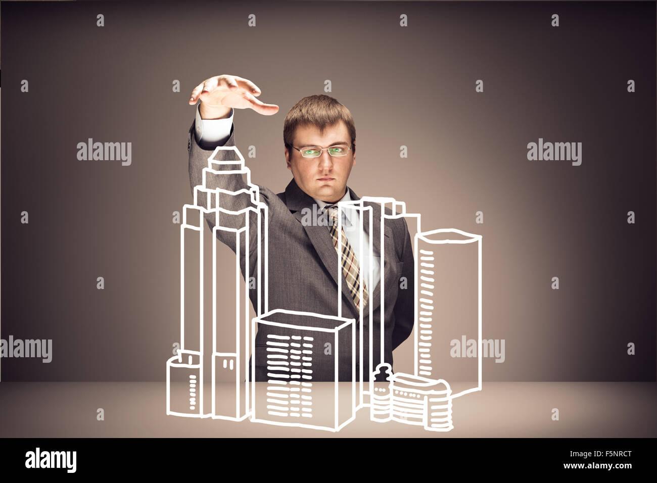 Junger Geschäftsmann mit Gebäuden auf braun Stockbild