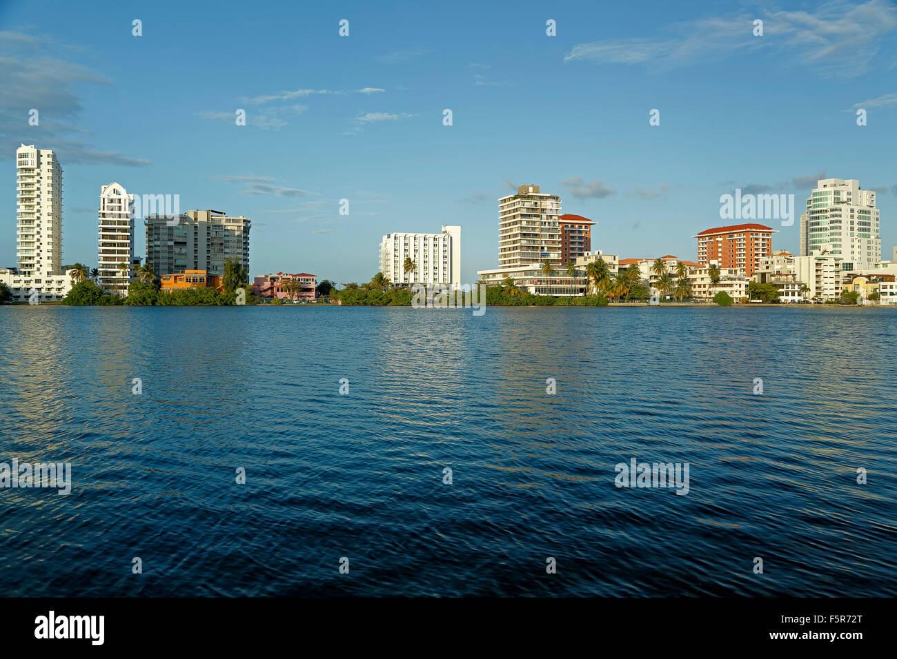El Condado Lagune und Skyline, El Condado, San Juan, Puerto Rico Stockbild