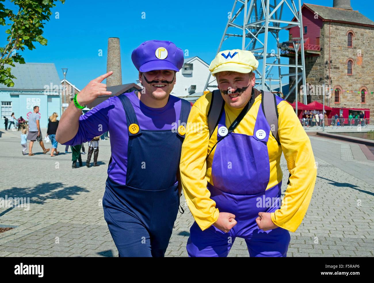 Super Mario und Luigi Brüder Zeichen am Geekfest, Cornwall, UK Stockfoto