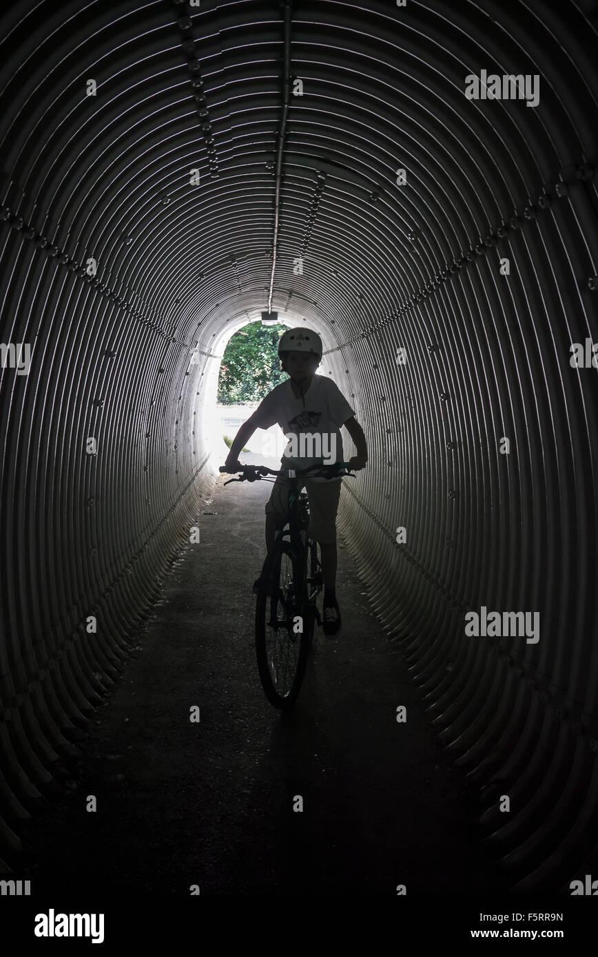 Schweden, Vastergotland, Lerum, Porträt eines jungen (10-11) auf dem Fahrrad Stockbild