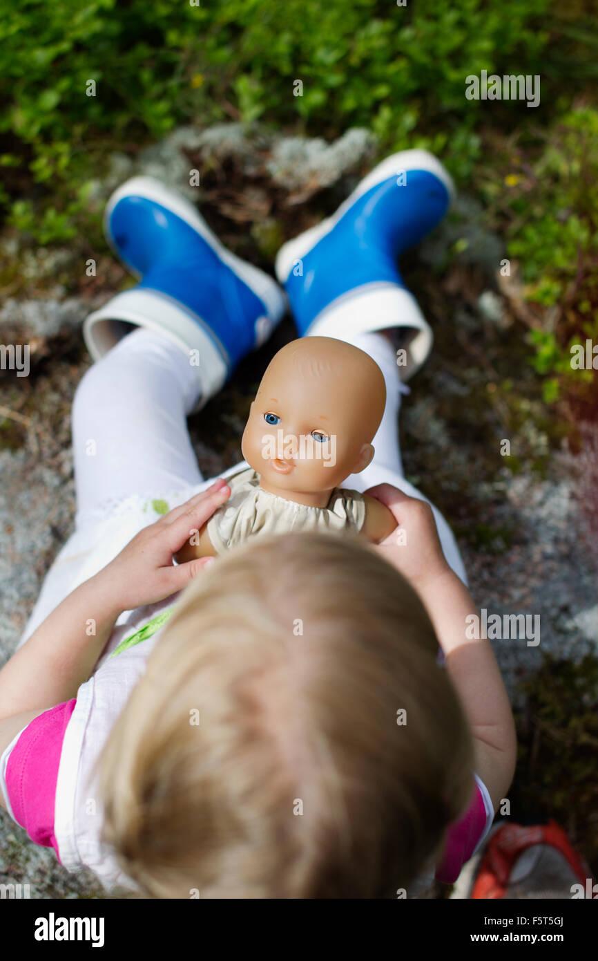 Finnland Paijat Hame Mädchen 2 3 Mit Puppe Im Wald Spielt