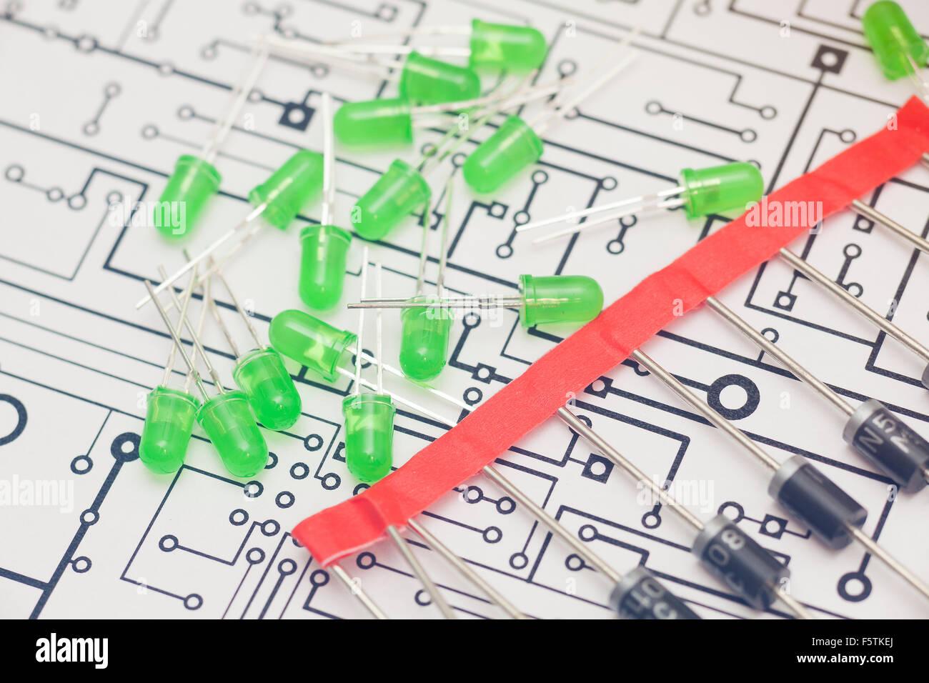Fantastisch Elektronisches Ikt Diagramm Bilder - Schaltplan Serie ...
