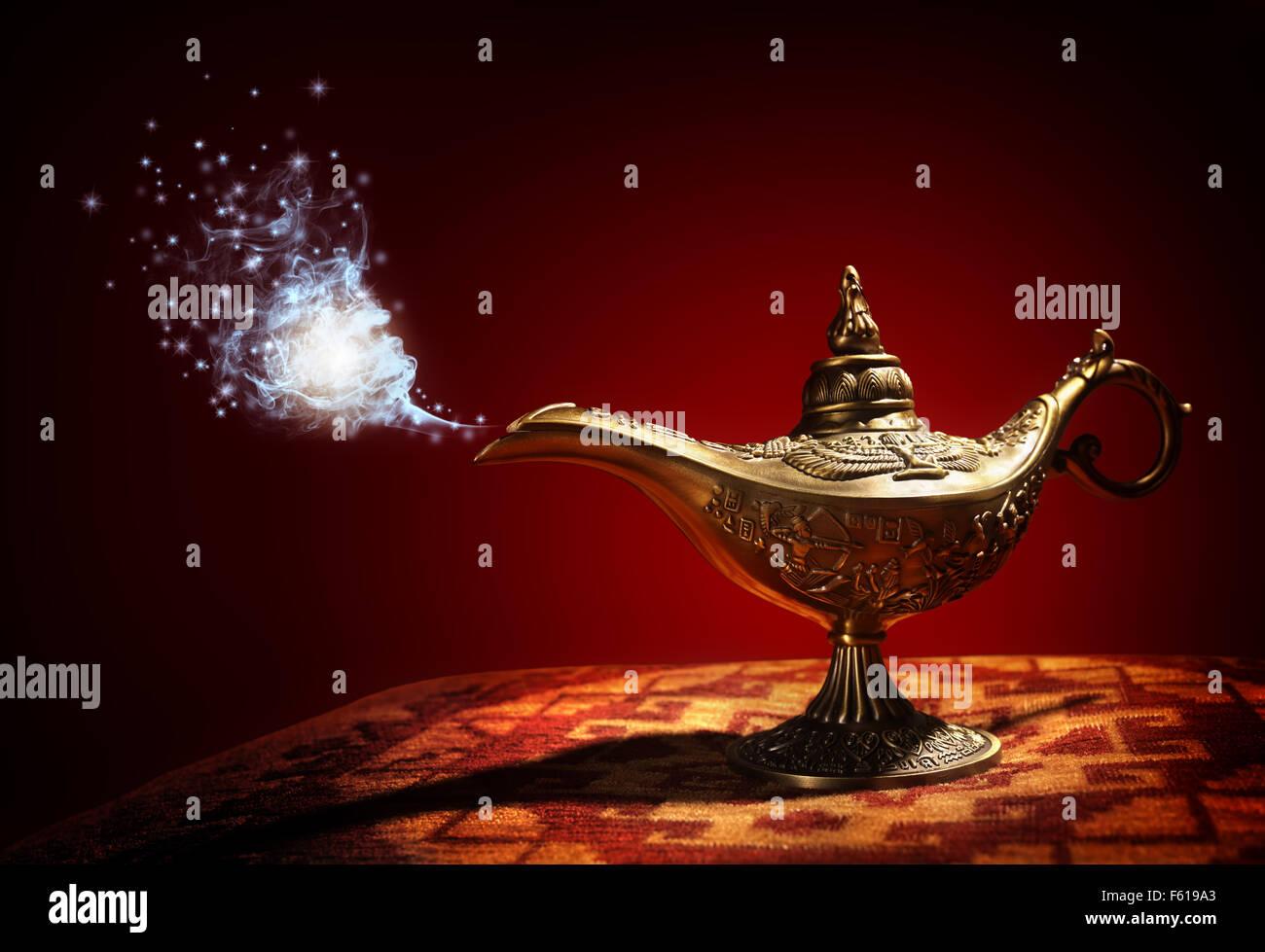 Aladdins Genie Wunderlampe Stockbild