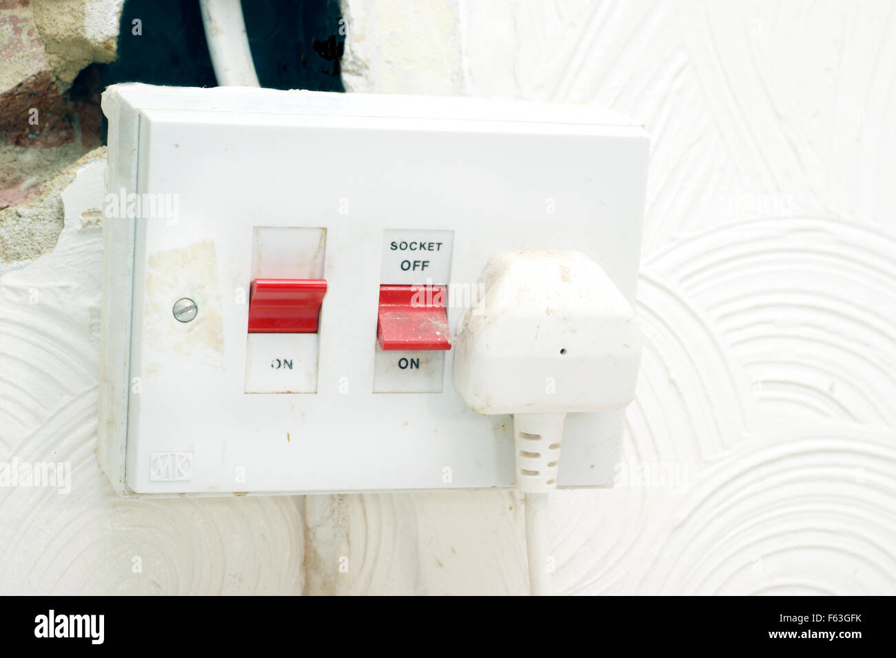 Elektrische Steckdose & Herd Isolator mit exponierten Verdrahtung in ...