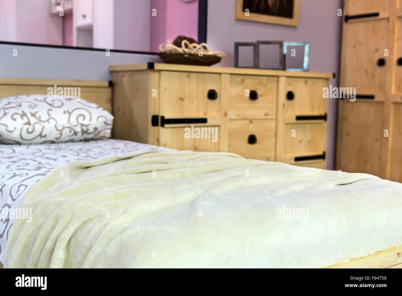 Moderne Schlafzimmer Einrichtung Mit Holzmobeln Stockfoto Bild
