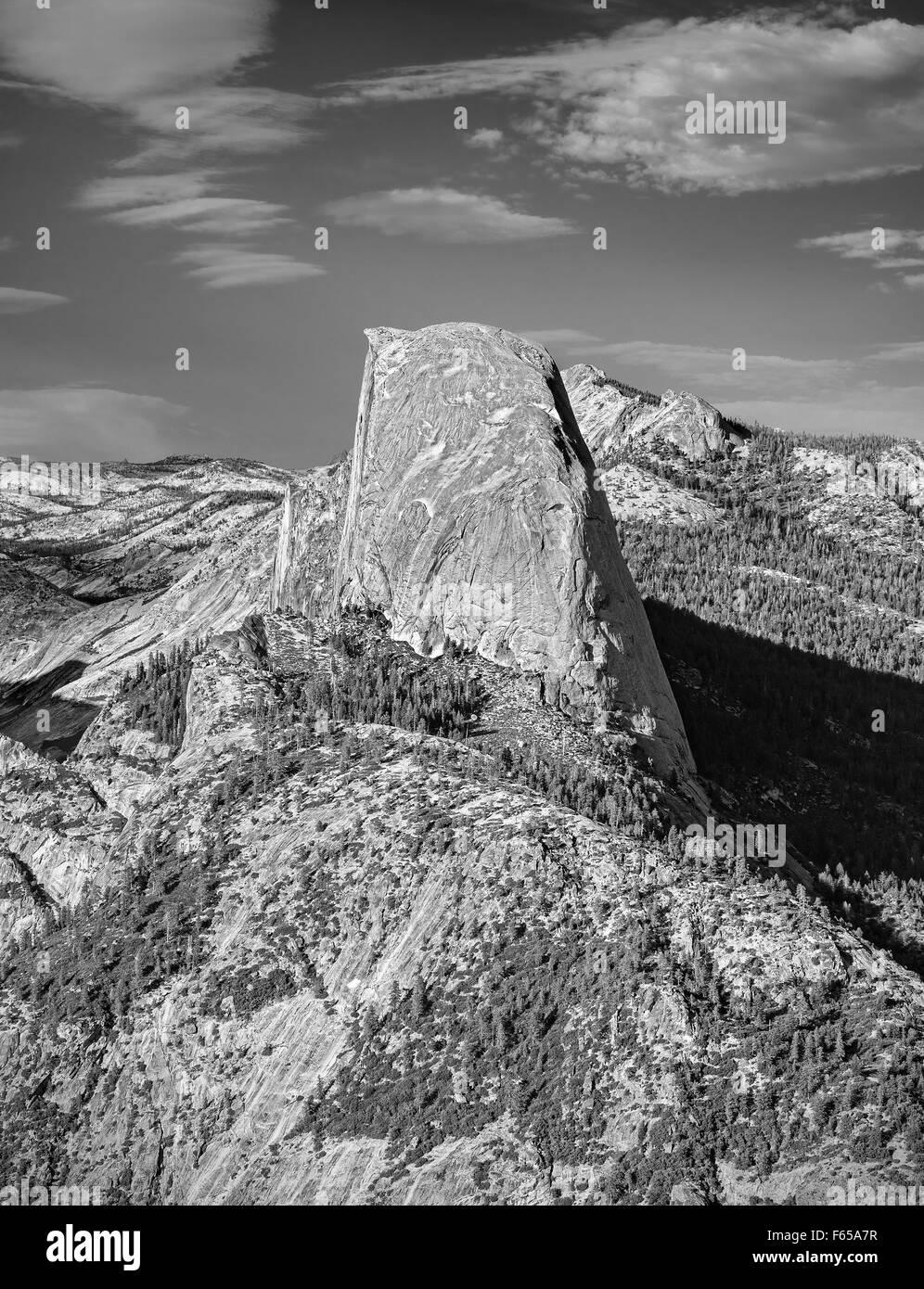 Schwarz / weiß Half Dome Felsformation, berühmten Felsen Kletterer Ziel, Yosemite-Nationalpark, USA. Stockbild
