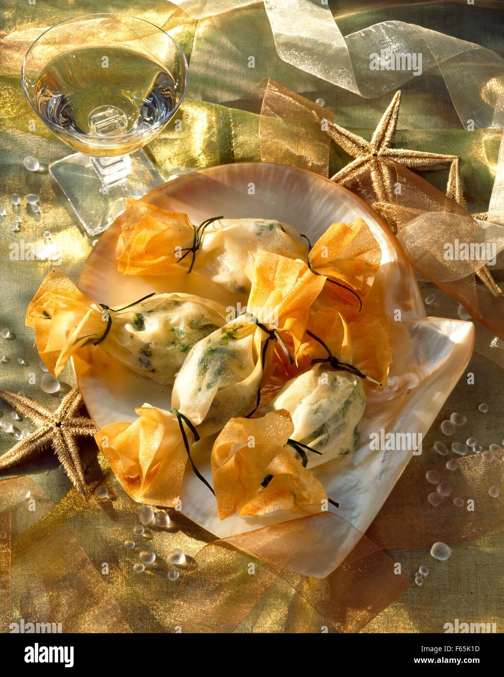 Jakobsmuscheln in Blätterteig gehüllt Stockfoto