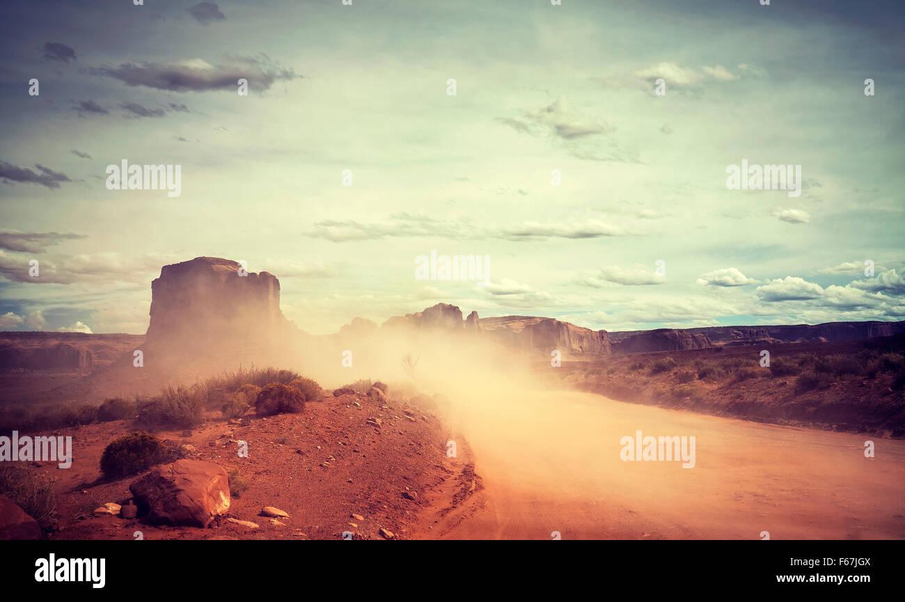 Vintage getönten Sandsturm über Monument Valley, Utah, USA. Stockbild