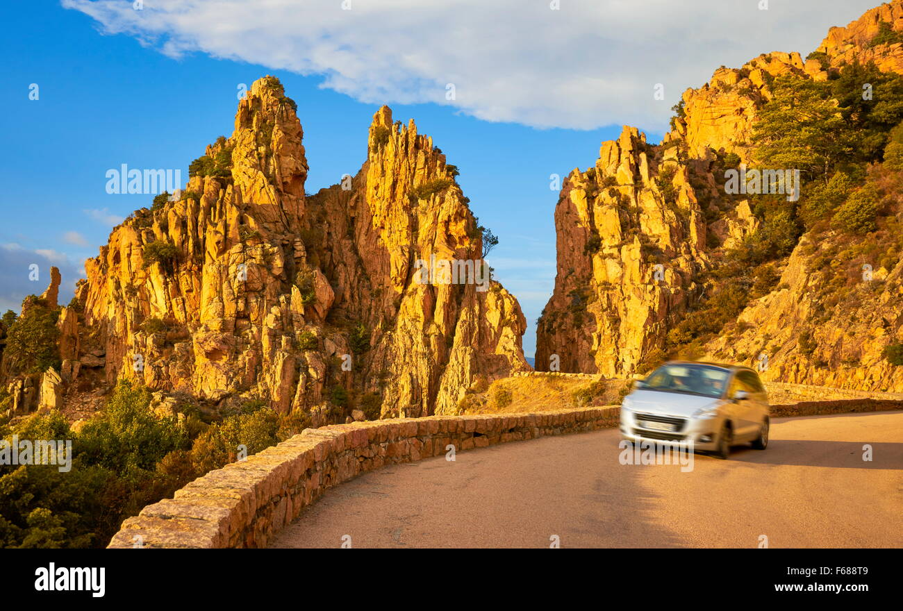 Berge-Straße in Calanches de Piana, UNESCO, Golfe de Porto, Korsika, Frankreich Stockbild