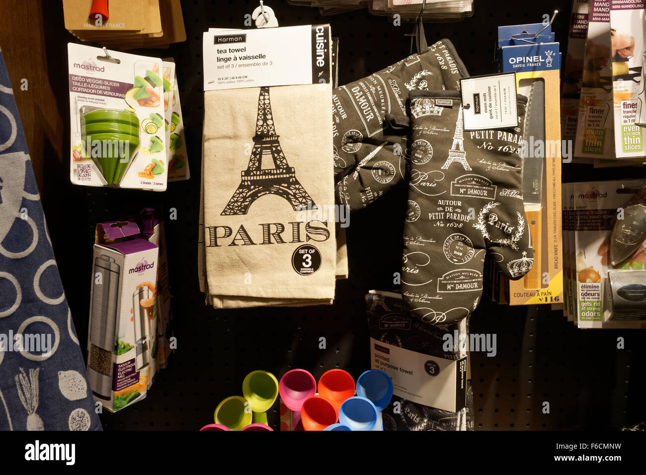 Towels Sale Stockfotos & Towels Sale Bilder - Alamy