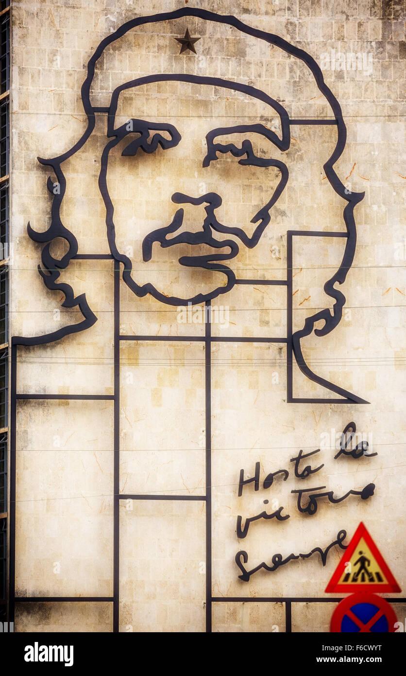 Ernesto Che Guevara als eine Art Installation und Propaganda Kunstwerk an der Wand in den Platz der Revolution, Stockbild