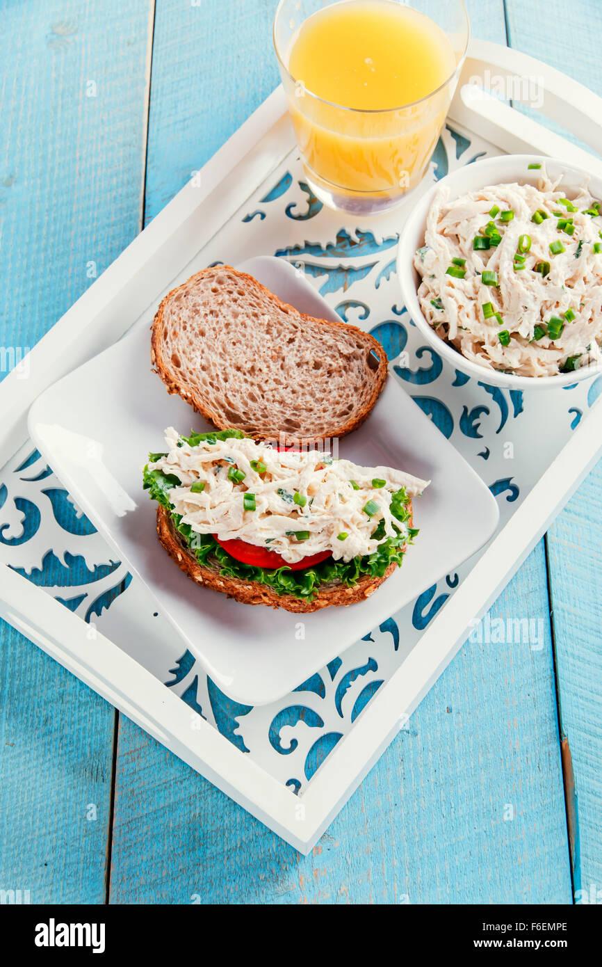 Chicken Salad Sandwich Tomate Stockfoto