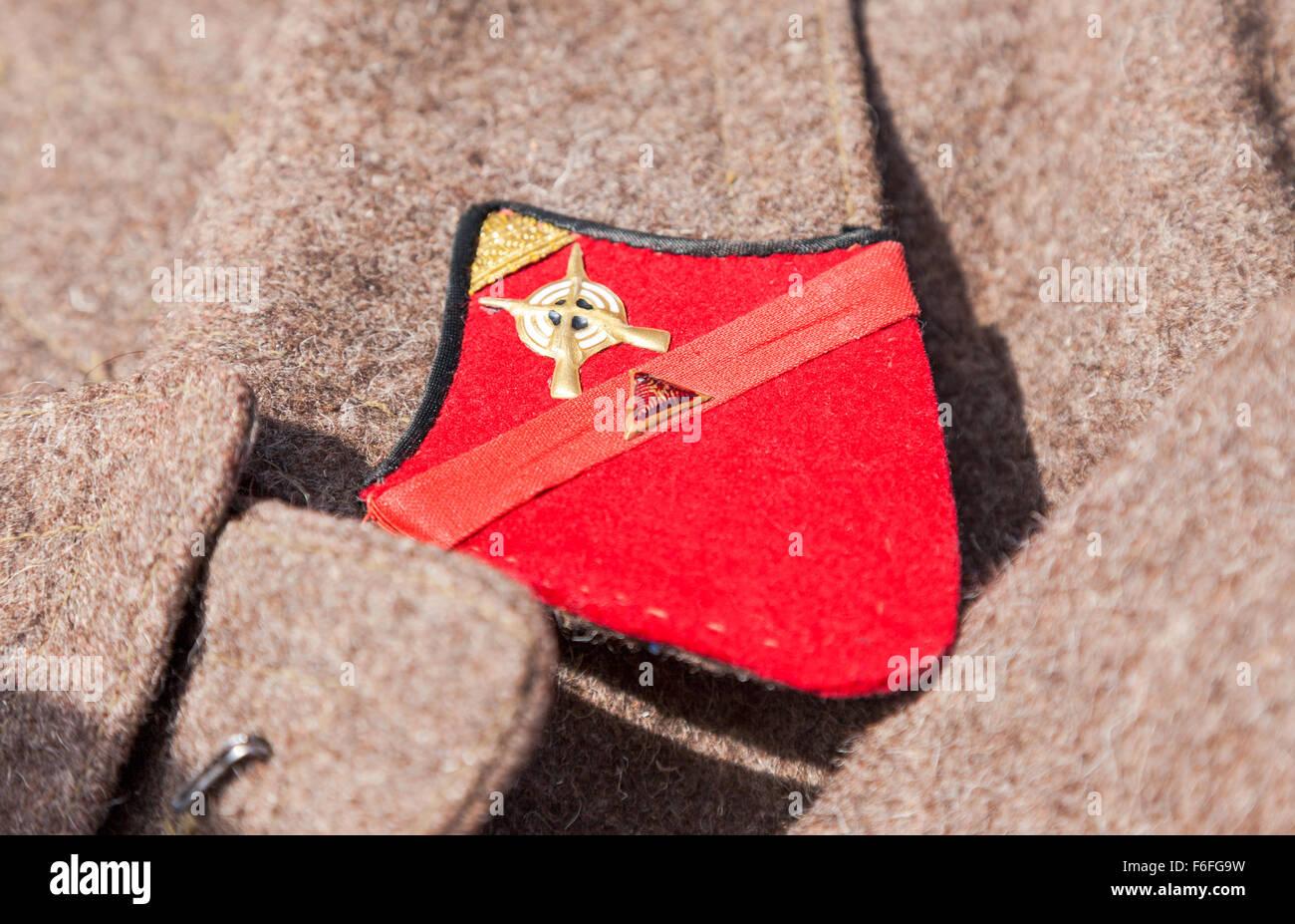 Erkennungszeichen auf einem alten Mantel der russischen Roten Armee Stockbild