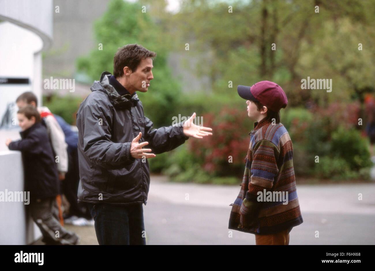 """5. August 2002; London, UK; Schauspieler HUGH GRANT und NICHOLAS HOULT Hauptrollen in """"About A Boy"""" Stockfoto"""