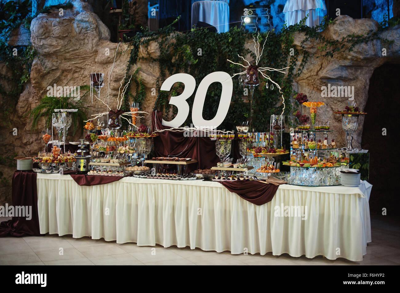 Geburtstag Tischdekoration 30 Jubilaum Stockfoto Bild 90134746