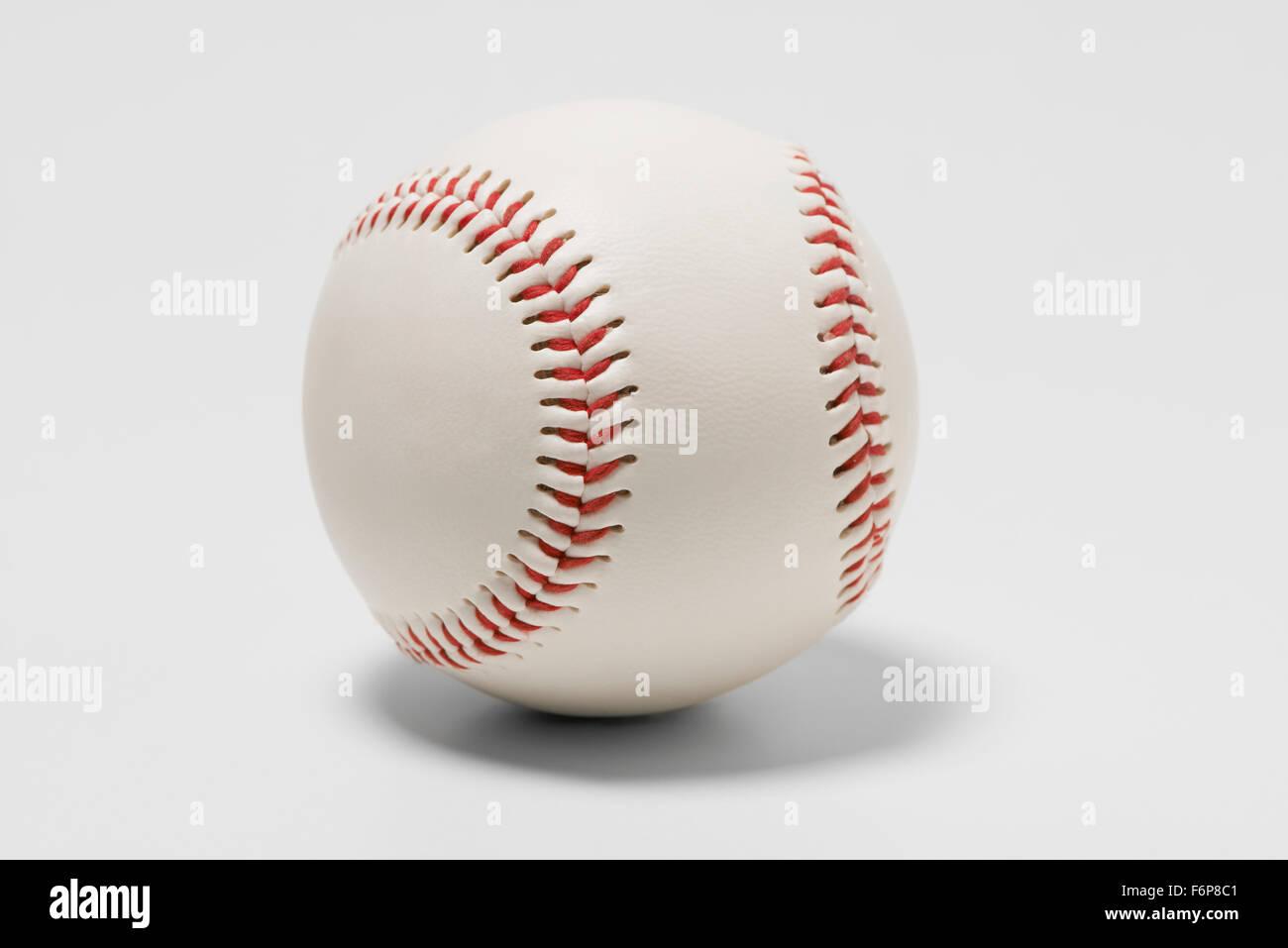 American Baseball mit roten Ziernähten Stockbild
