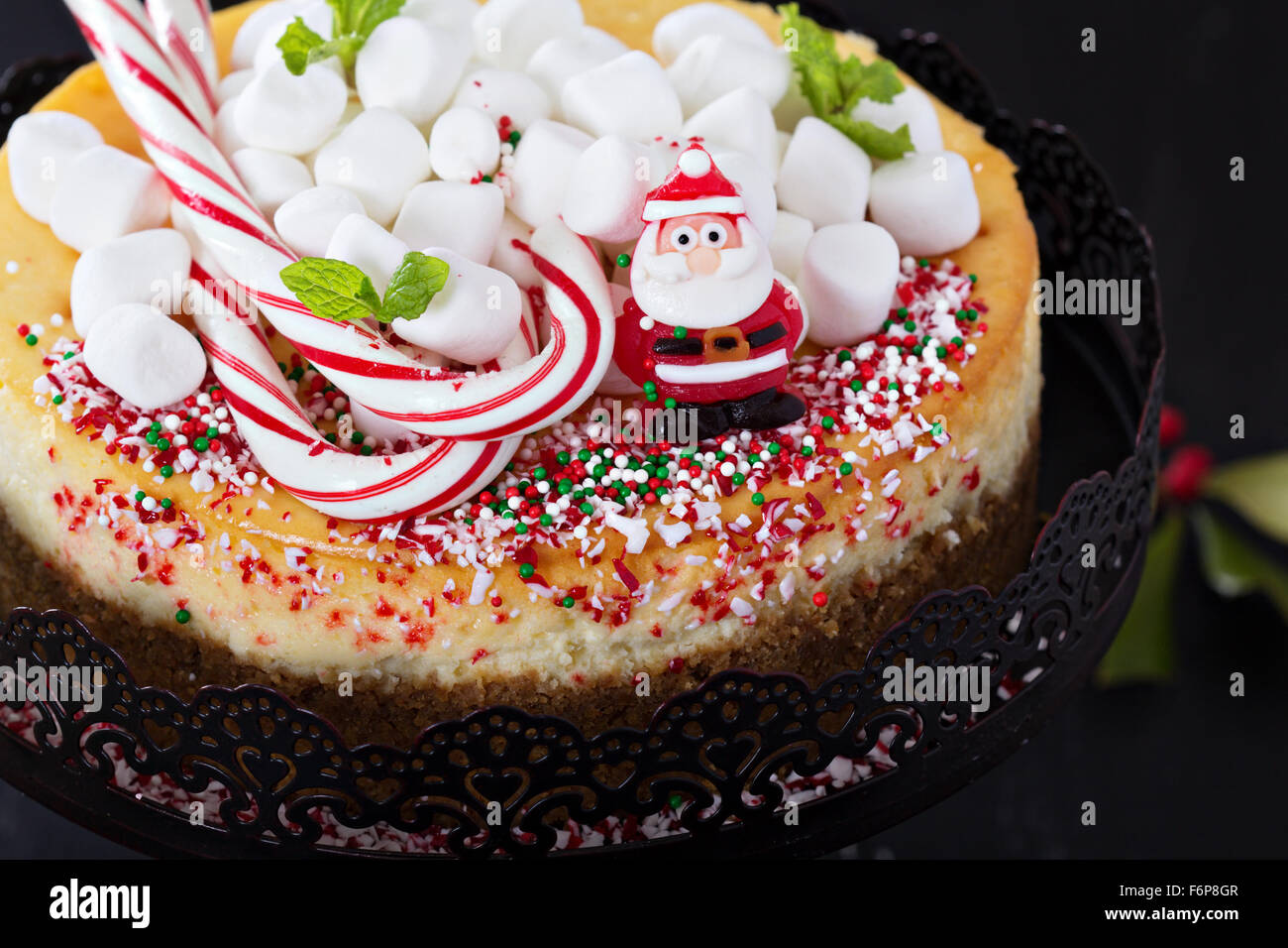 Käsekuchen NewYork festlich dekoriert für Weihnachten Stockbild