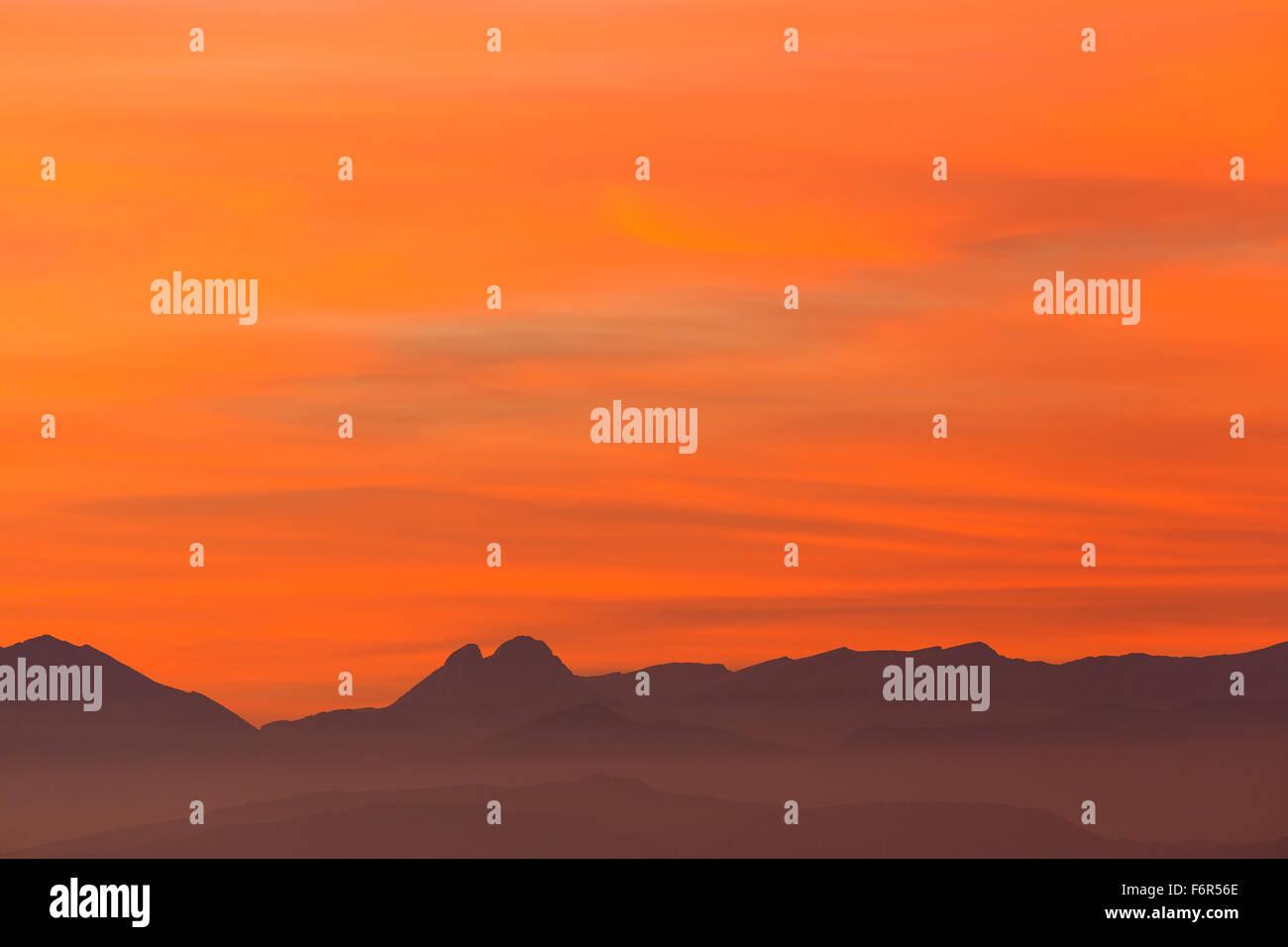 Pedraforca Berg bei Sonnenuntergang. Barcelona. Cataluña. Spanien. Europa Stockbild