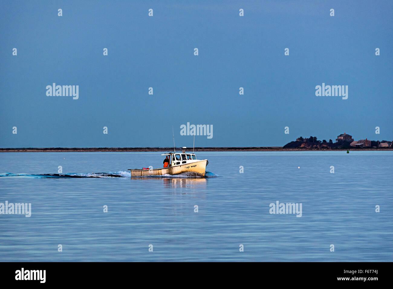 Hummer-Fischerboot kehrt von der Prüfung fallen. Stockbild