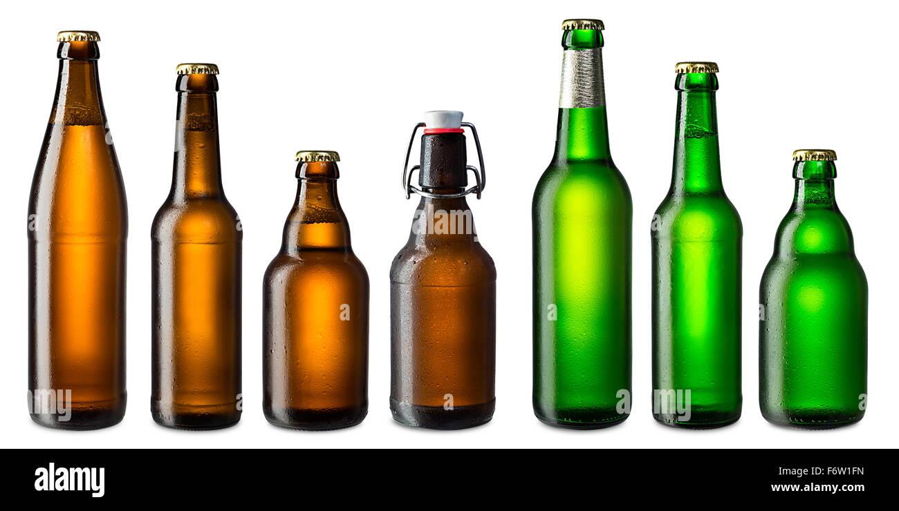Reihe von braunen und grünen Bierflaschen Stockbild