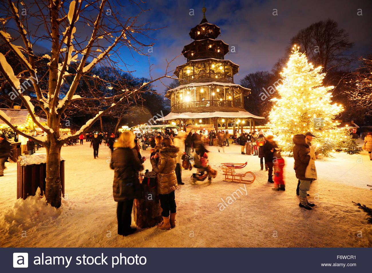 Weihnachtsmarkt Am Chinesischen Turm.Weihnachtsmarkt Am Chinesischen Turm Englischer Garten Munich