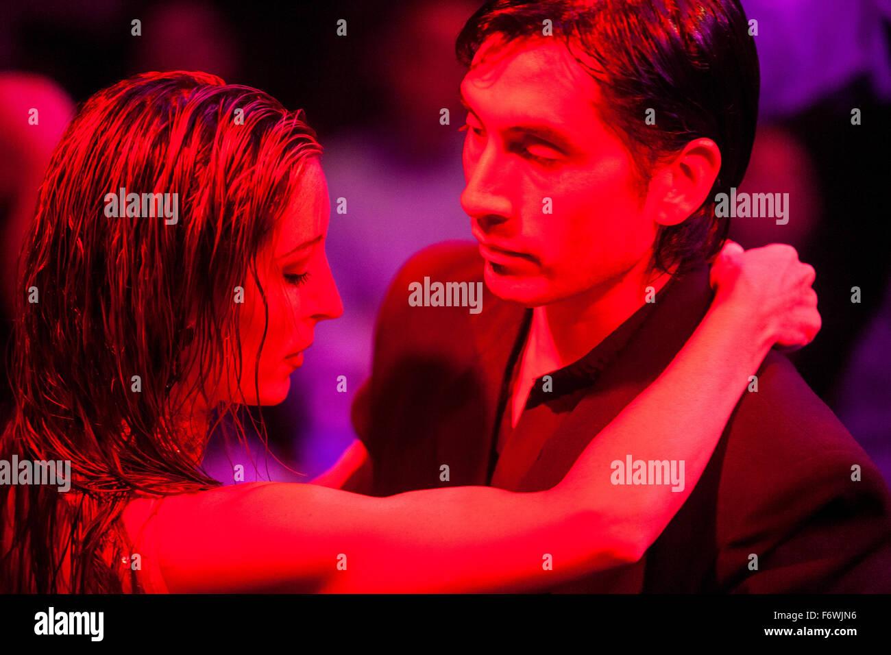 Leidenschaftliche Paare bei einem Tango-Tanz zeigen El Viejo Almacen Restaurant & Bar, Buenos Aires, Buenos Stockbild