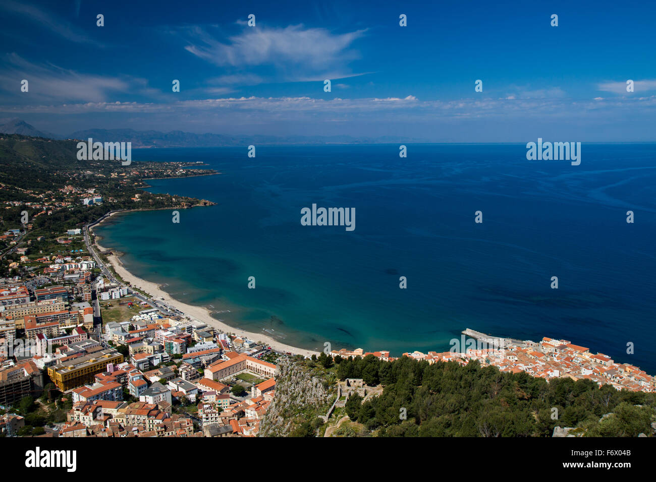 Panorama von der sizilianischen Küste in der Nähe von Cefalu, Sizilien, Italien Stockbild