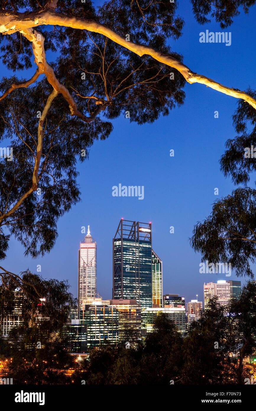 Die Gebäude von Perth aus Kings Park und Botanischer Garten. Stockbild