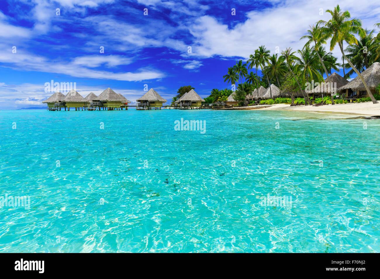 Überwasser Bungalows tropischen Luxus-Resort, Bora Bora Insel, in der Nähe von Tahiti, Französisch Stockbild