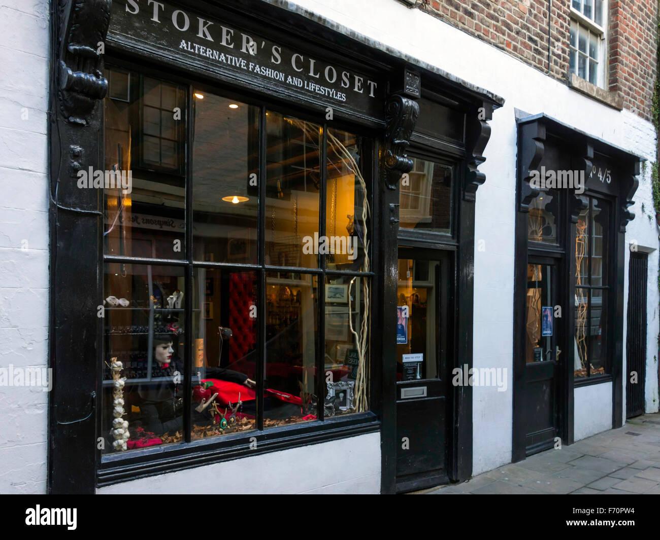 Stokers Schrank verkaufen Gothic Kleidung und Mode-Accessoires in ...