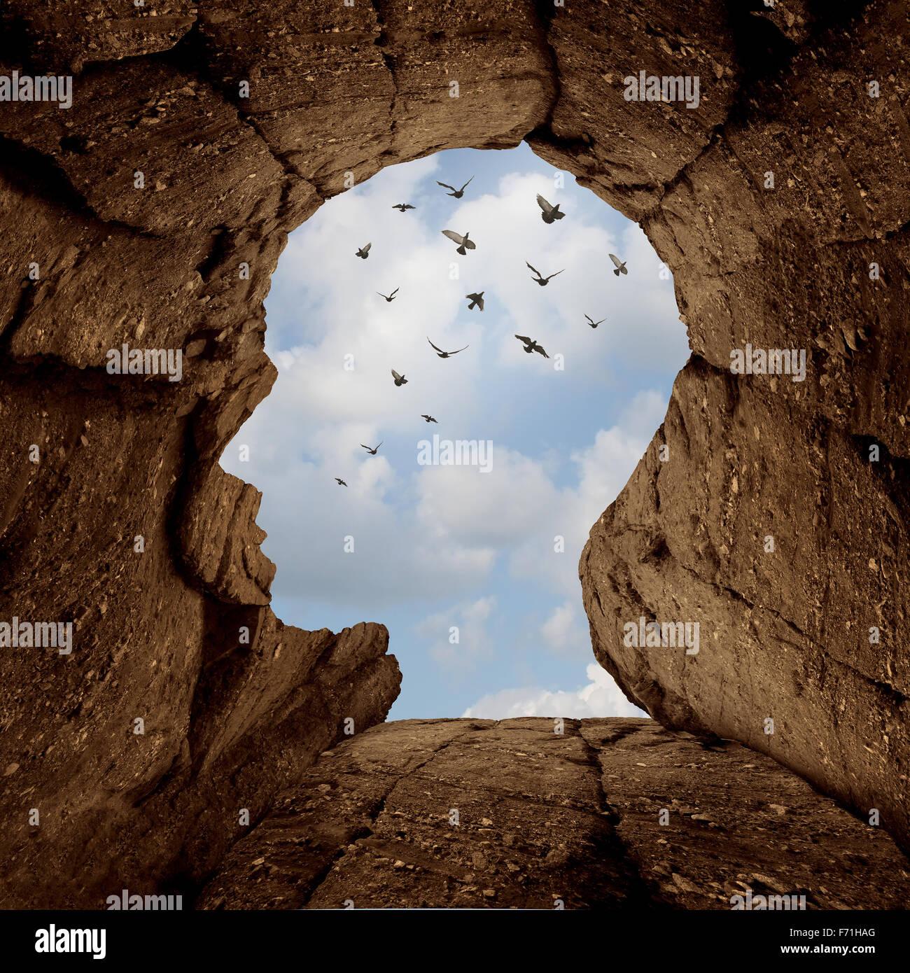 Phantasie und Entdeckung Konzept als einer felsigen Klippe mit einer Öffnung an der Spitze geformt wie ein Stockbild