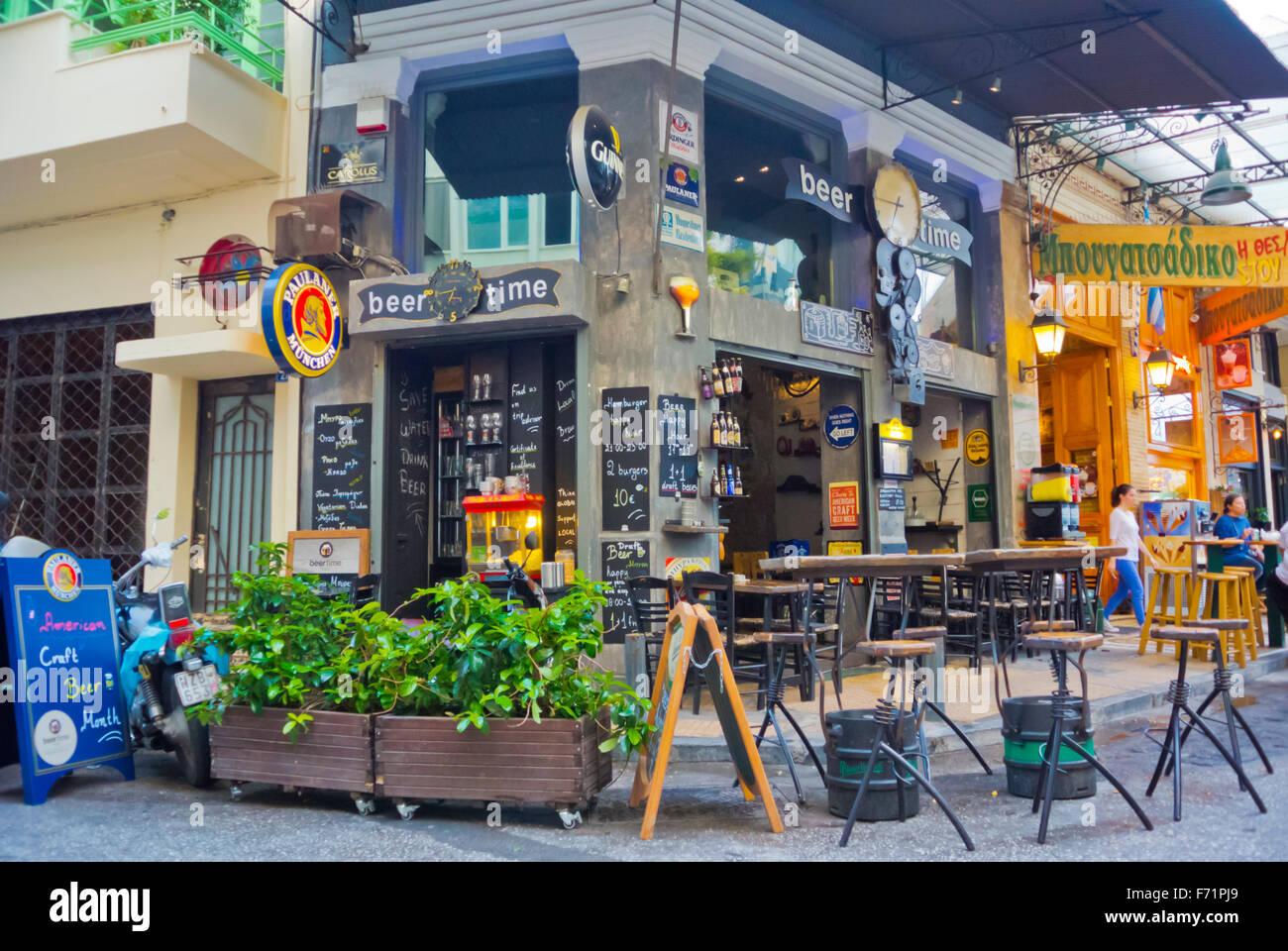 Plateia Iroon, Heldenplatz, Nachtleben vor Ort, Psyri Viertel, Athen, Griechenland Stockbild