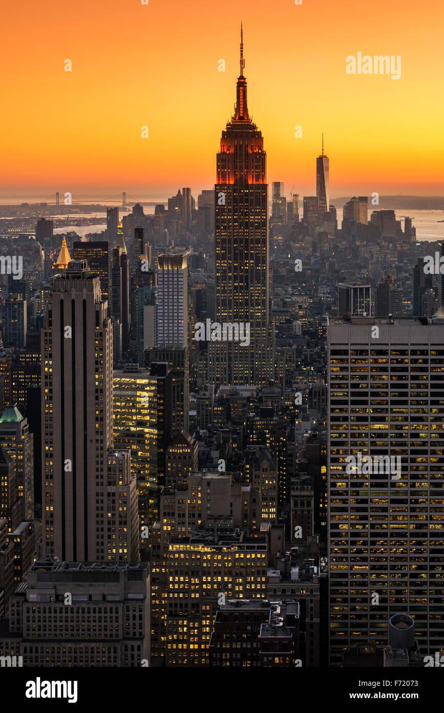 Midtown Manhattan Skyline bei Sonnenuntergang, New York, USA Stockbild