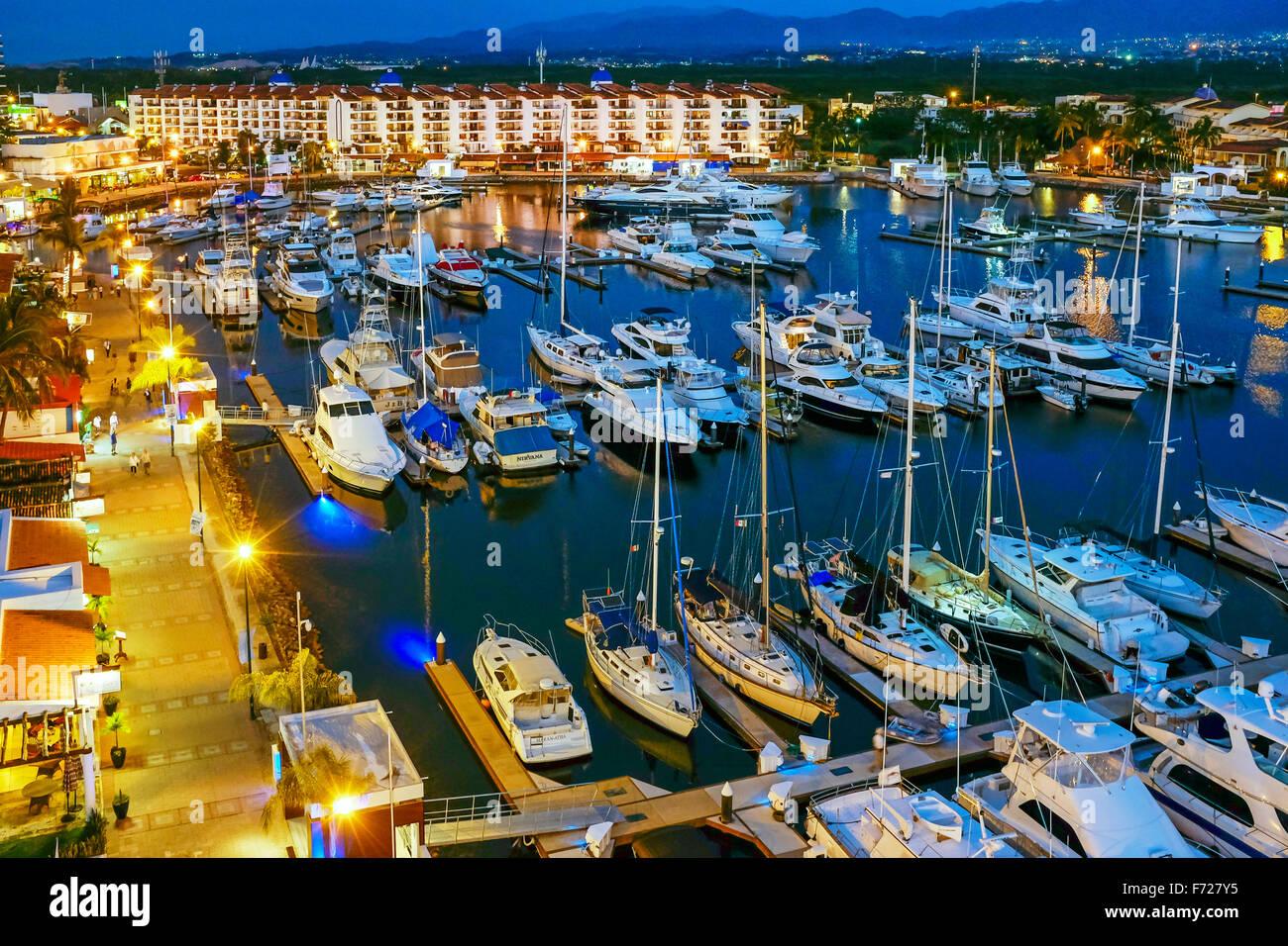 Abends an der Marina bei Marina Vallarta, Puerto Vallarta, Mexiko Stockbild