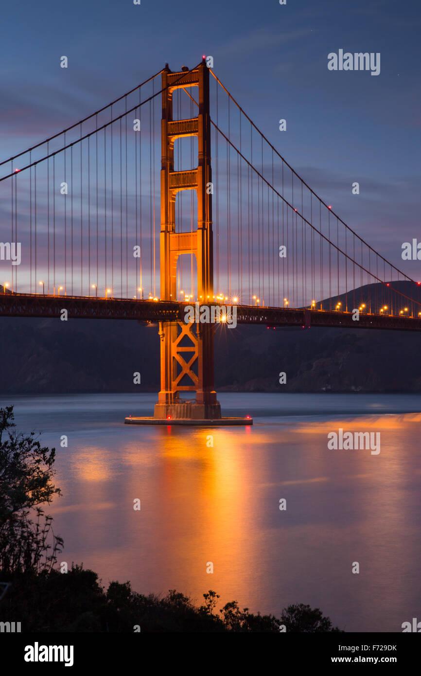 Golden-Gate-Bridge in der Dämmerung, San Francisco, Kalifornien Stockbild