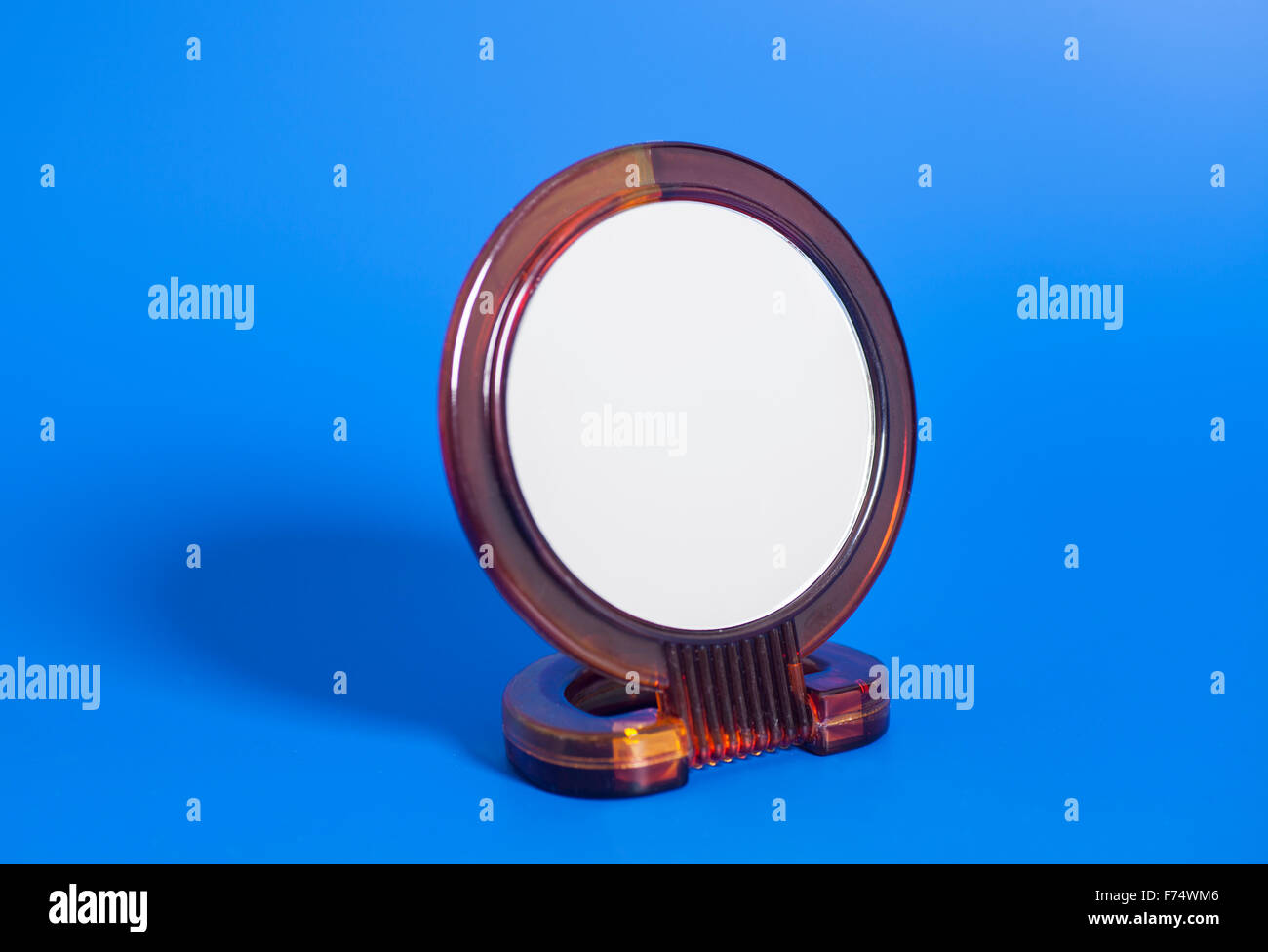 Make Up Spiegels : Makeup mirror stockfotos makeup mirror bilder alamy
