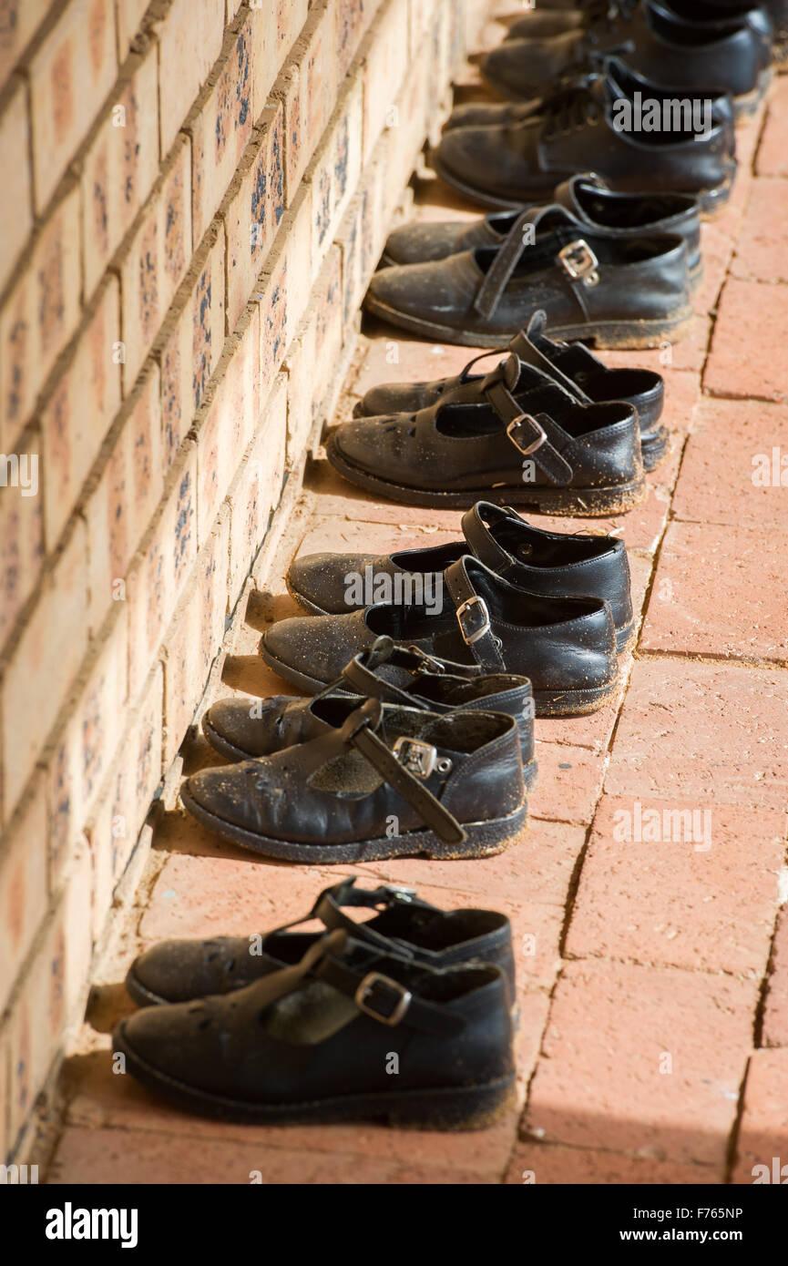 Sudafrika Schuhe Organisiert Ordentlich Im Waisenhaus Stockfoto