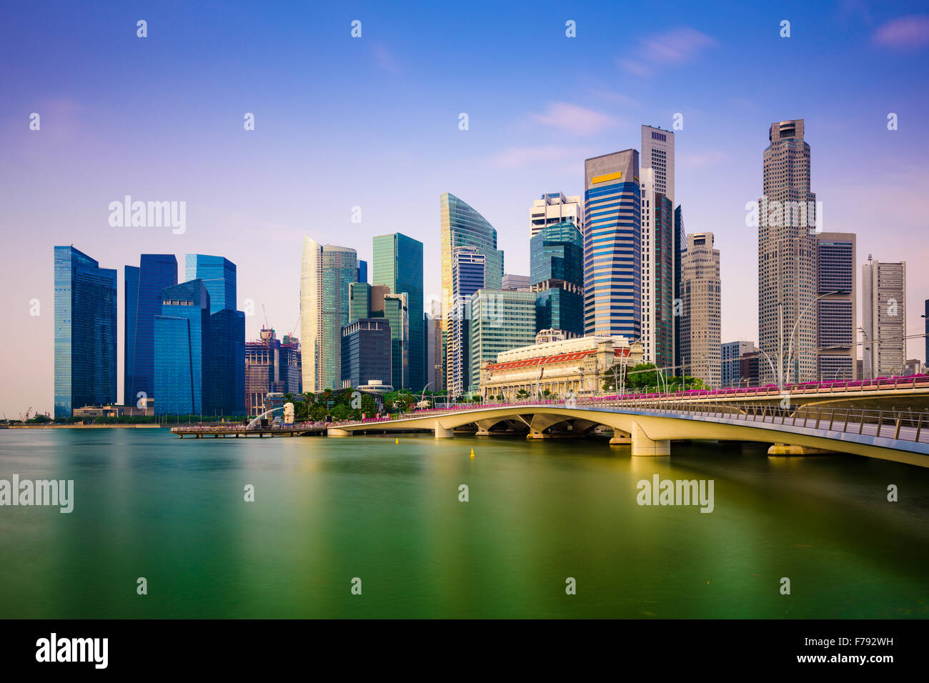 Skyline von Singapur an der Marina Bay. Stockbild