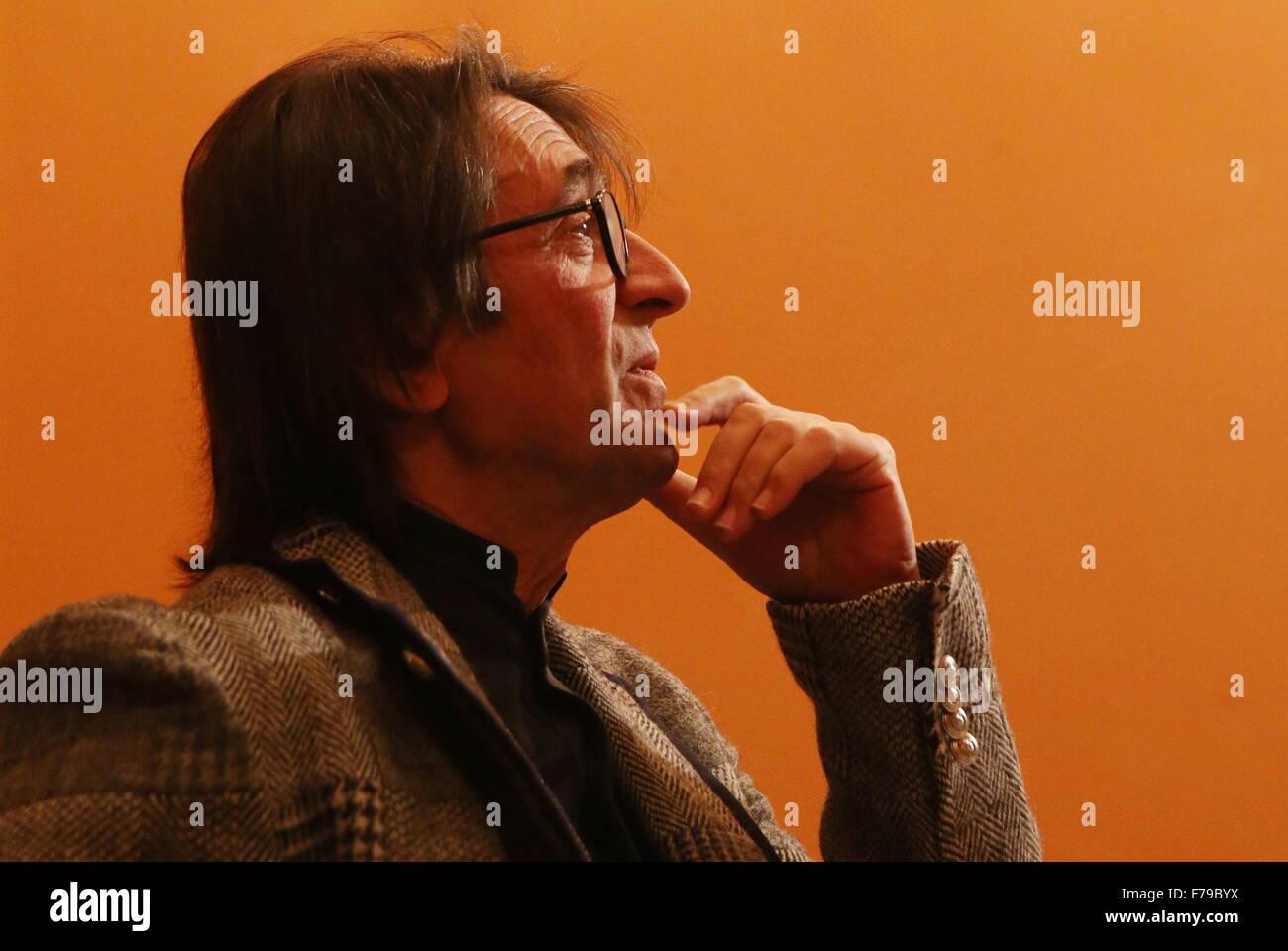 Moskau, Russland. 26. November 2015. Russischer Dirigent, Geiger und Bratschist Yuri Bashmet besucht die Eröffnung Stockbild